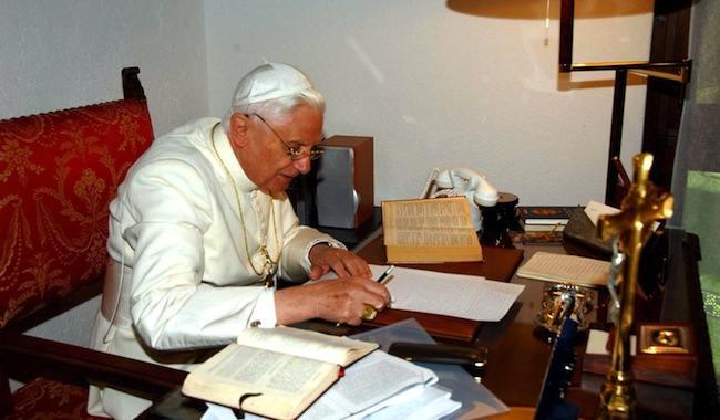 """L'hérésie au pouvoir – Benoît XVI, à son tour, visé par une forme de """"correction"""""""