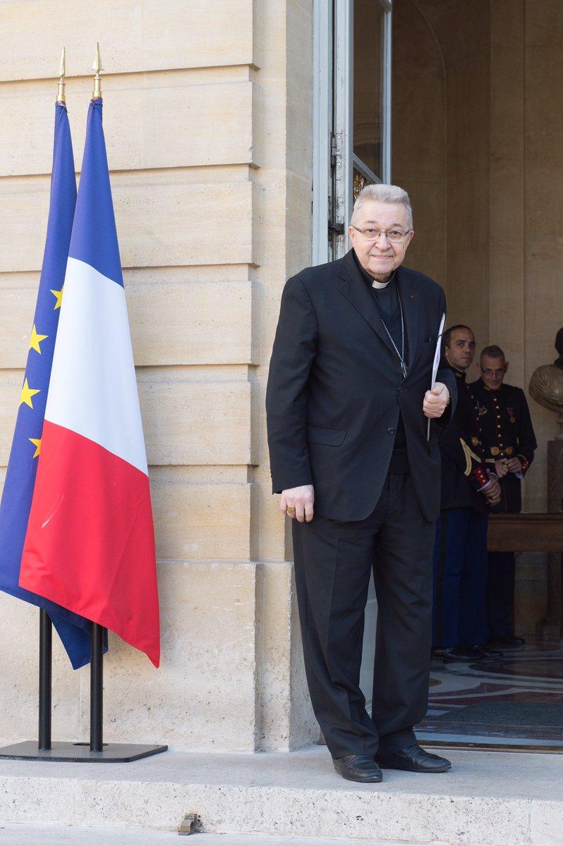 Valls satisfait de sa rencontre avec l'Eglise catholique