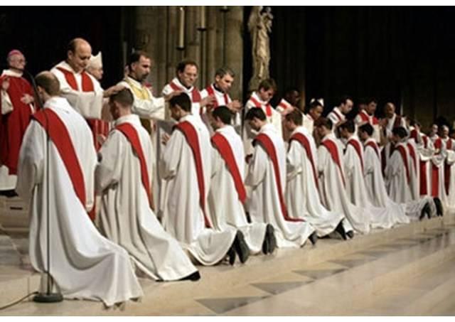 Vocation, le pape invite les pasteurs à quitter leur sacristie pour écouter les jeunes