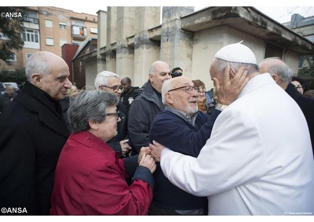 Les personnes âgées à Rome pour remercier le pape de son attention