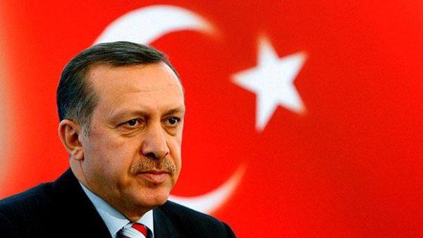 """Autriche : Erdogan fustige une """"guerre de la croix contre le croissant"""" après la fermeture de sept mosquées radicales et l'expulsion d'imams"""