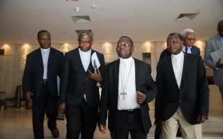 Delegates and members of Congolese Episcopal conference (Confrrence rpiscopale nationale du Congo, Cenco) arrive to meet United Nations Security Council's members on November 12, 2016 in Kinshasa at the start of a three-day visit of a UN Security Council delegation to the Democratic Republic of Congo. / AFP PHOTO / JUNIOR D.KANNAH