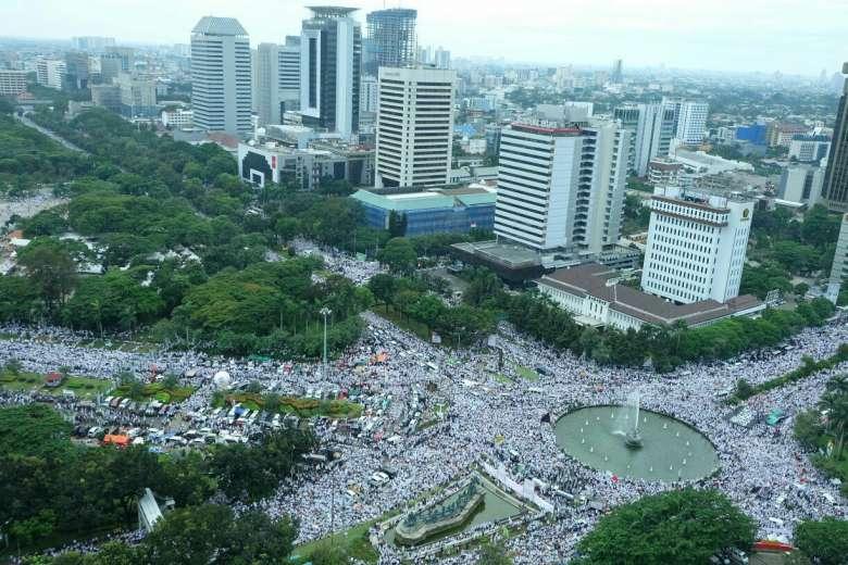 Indonésie – Les partisans du gouverneur de la capitale se mobilisent également