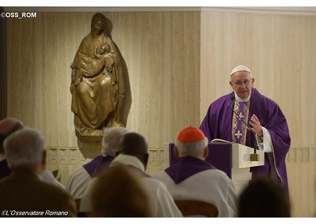 La croisade du pape contre le cléricalisme