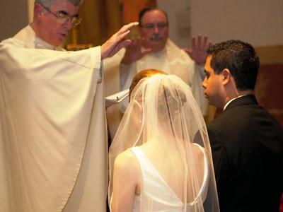 Amoris laetitia – Un appel à la prière lancé par trois évêques