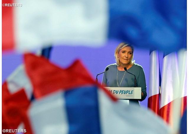 Pour Marine Le Pen , l'IVG est secondaire et la loi Taubira doit devenir une union civile