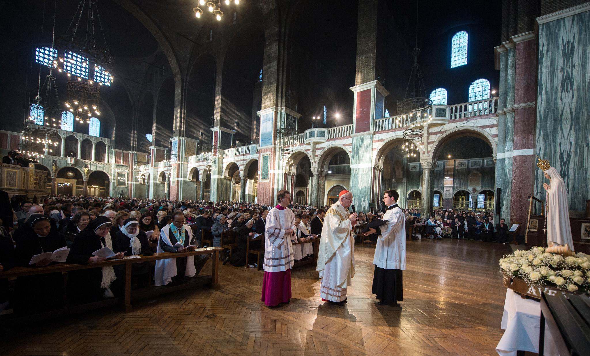Consécration de l'Angleterre et du Pays de Galles au Coeur Immaculé de Marie en présence d'une assistance nombreuse