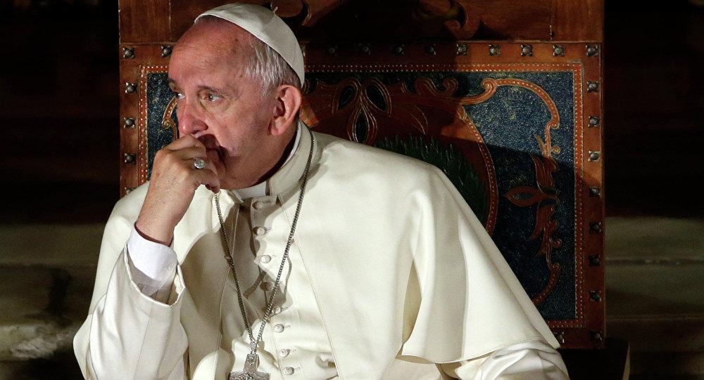 Désormais la Secrétairerie d' Etat du Vatican entend contrôler l'usage de l'image du pape