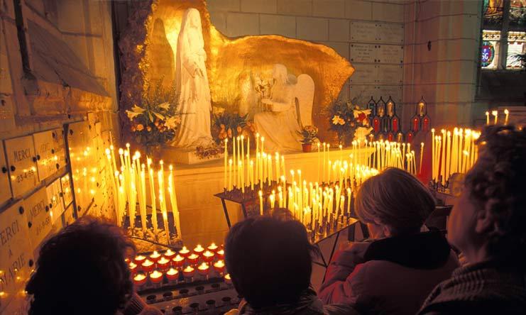 Notre histoire avec Marie: en 1947, la Vierge sauve la France à l'Ile-Bouchard