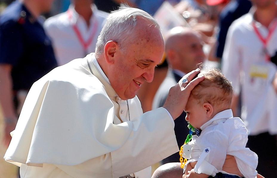 L'avenir de la société exige de la part des institutions une attention à la vie et à la maternité – Pape François