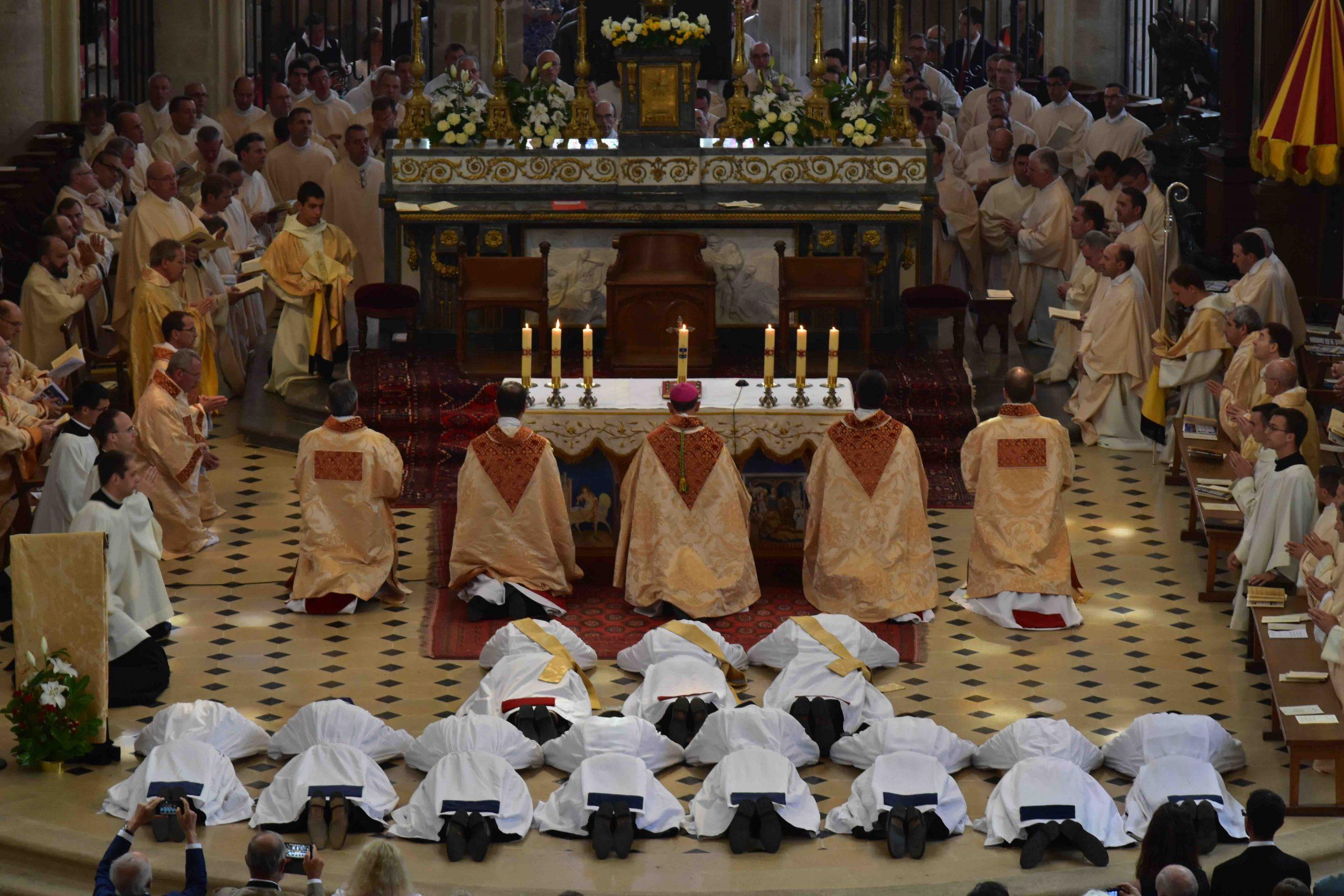 11 Ordinations diaconales et sacerdotales le 24 Juin  à la Communauté Saint Martin