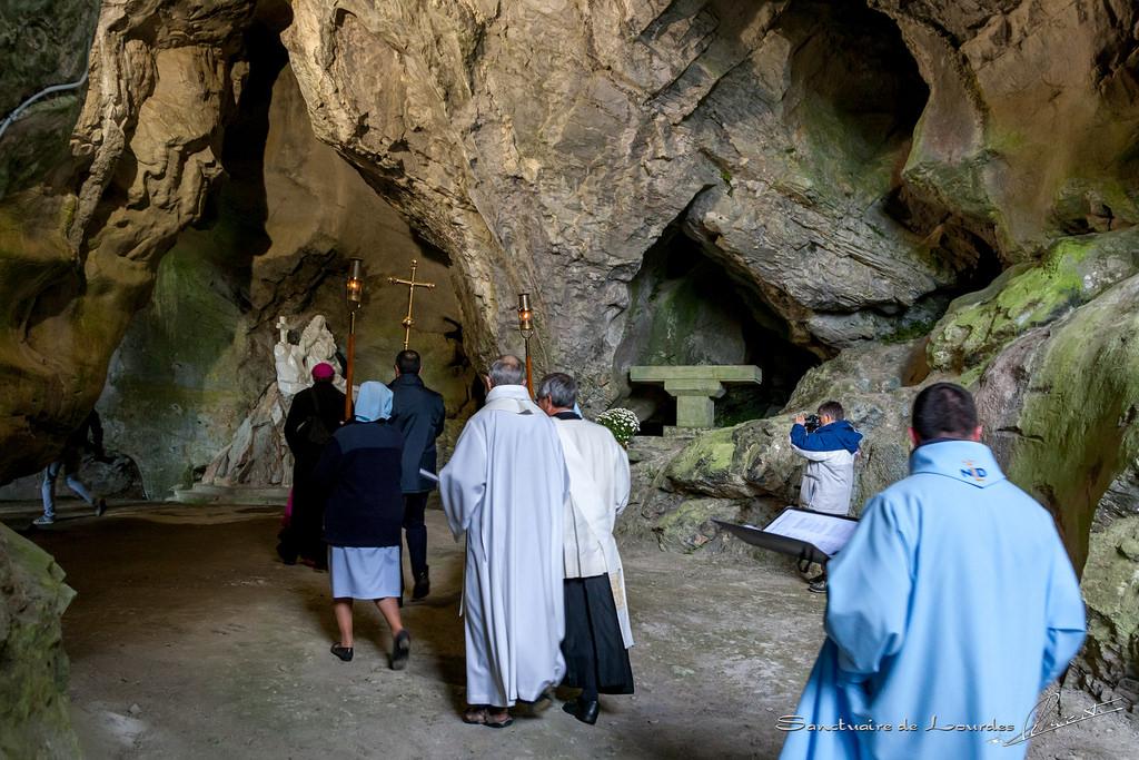 Lourdes – Un lieu de dévotion pour les enfants non nés