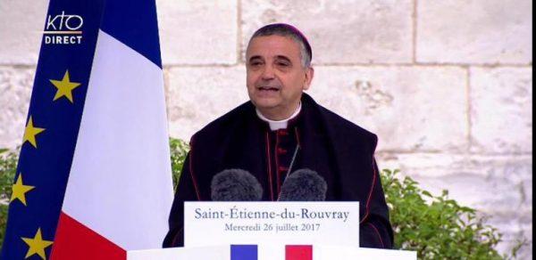 Devant Emmanuel Macron, Mgr Lebrun dénonce avortement et euthanasie