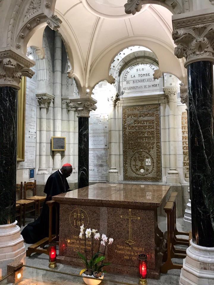 """""""Nous sommes appelés à tout perdre, comme le Christ sur la Croix, nous sommes appelés au dépouillement absolu"""": L'homélie du Cardinal Sarah à Saint-Laurent-sur-Sèvres"""
