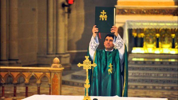 Un prêtre de l'Eglise de France rayonne sur les ondes du Québec !