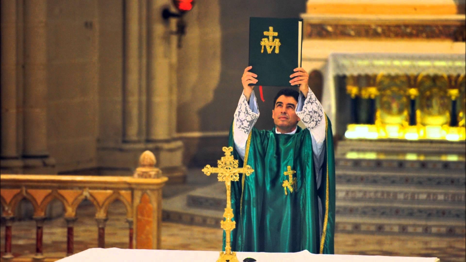 Un prêtre de l'Eglise de France rayonne sur les ondes du Québec!