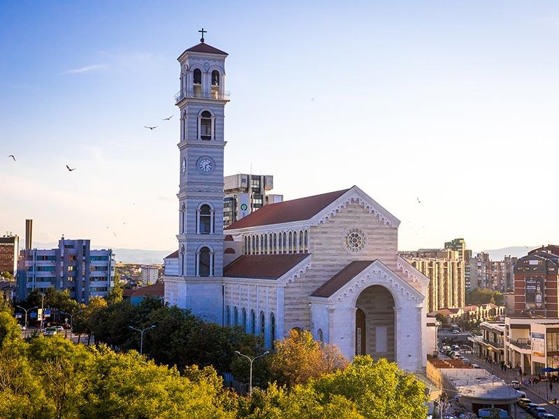 Kosovo – Consécration de la première cathédrale dédiée à Mère Teresa