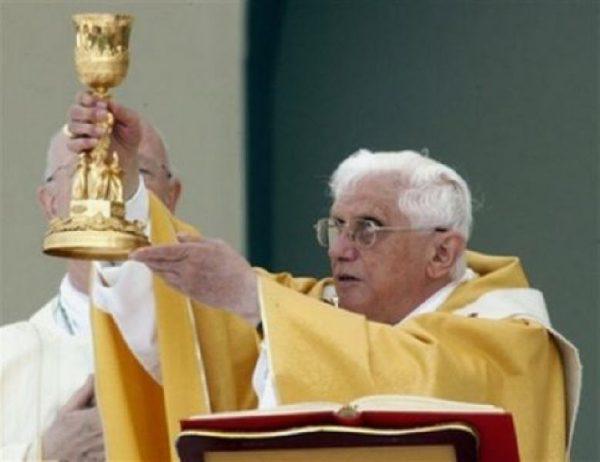L'Eglise est en danger lorsque le primat de Dieu n'apparaît plus dans la liturgie - Benoît XVI