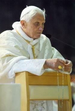 Benoît XVI parle du rosaire