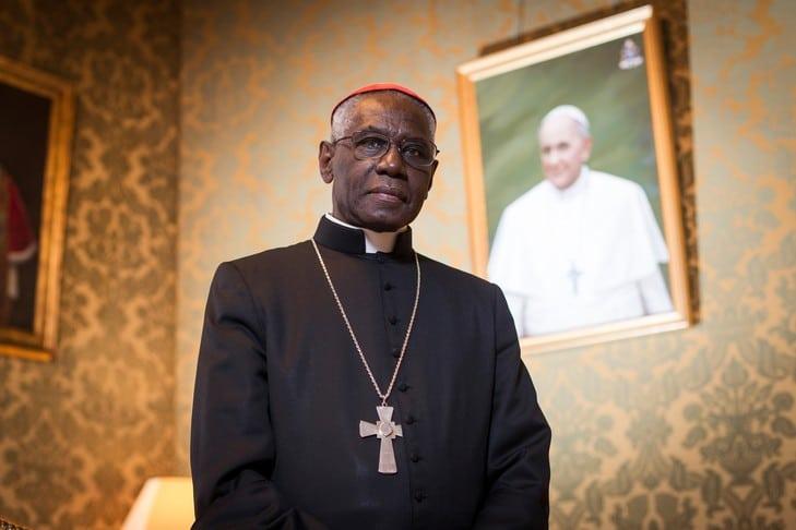 """Cardinal Sarah: """"Si Dieu n'est pas au centre de la vie de l'Église, alors elle est en danger de mort"""""""