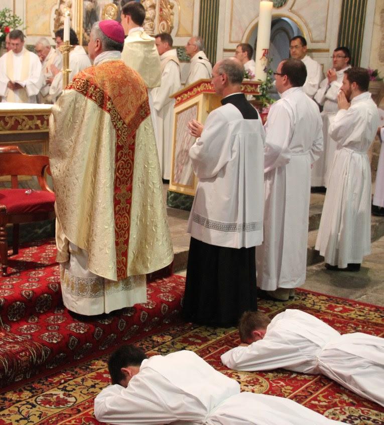 Ordinations diaconales en la cathédrale de Bayonne (64) le 26 novembre