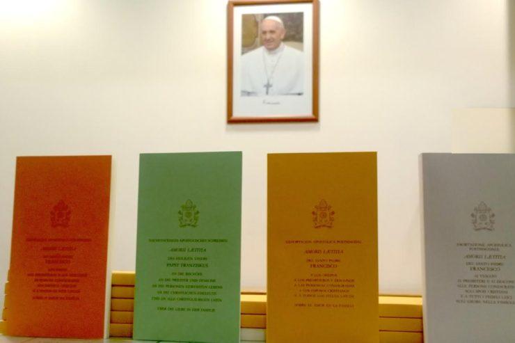 Non le pape ne vient pas d'autoriser la communion à tout va