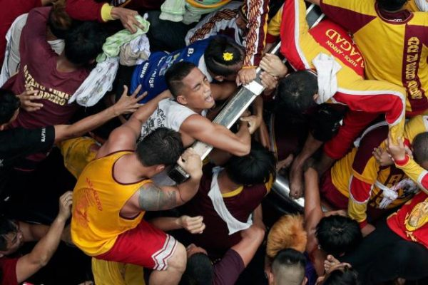 Philippines - Une foule considérable se réunit pour le « Nazaréen noir »