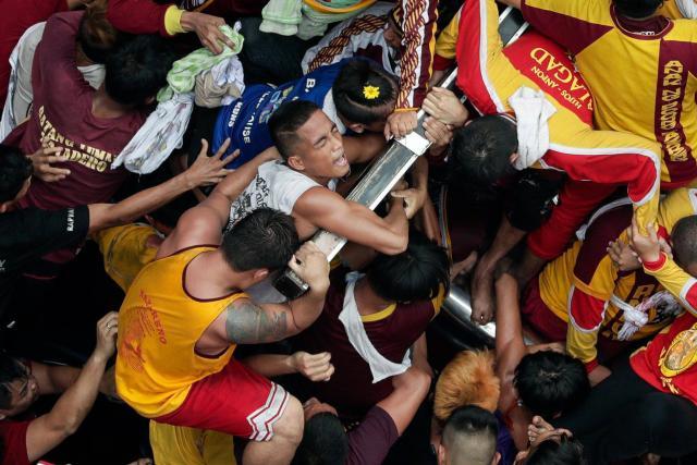 Philippines – Une foule considérable se réunit pour le «Nazaréen noir»