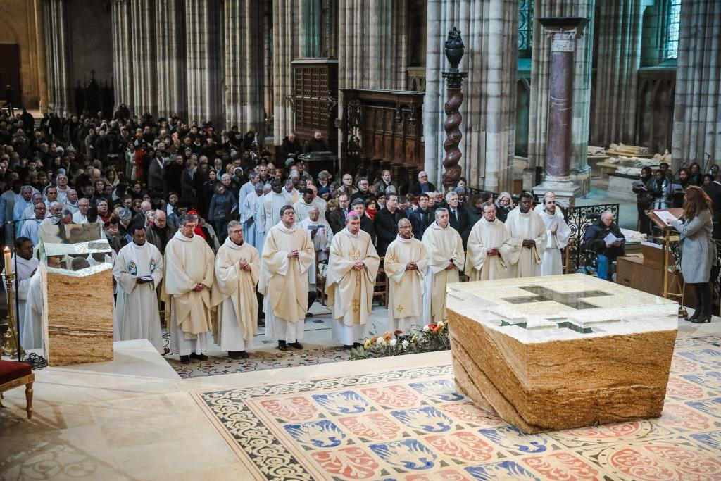 Basilique cathédrale Saint-Denis (93): Présentation du nouveau choeur et de son mobilier liturgique contemporain le 7 février 2018