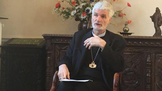 Mgr Blanquart envoie ses diocésains poser 4 questions aux Loiretains