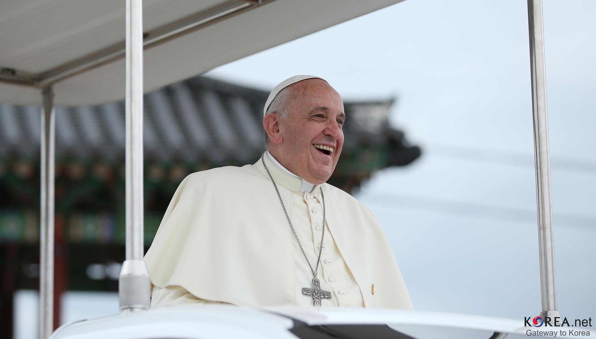 """Pape François: """"Celui qui a commis un péché mortel ne devrait pas recevoir la communion"""""""