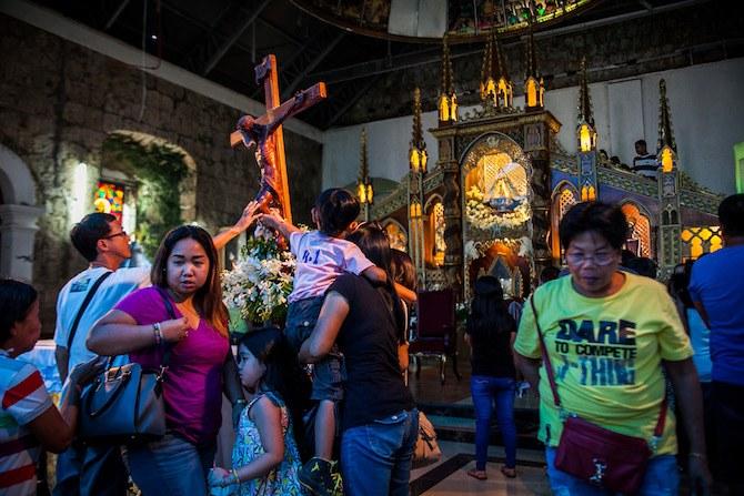 Philippines – Les mineurs offrent de l'or en action de grâce à la chandeleur
