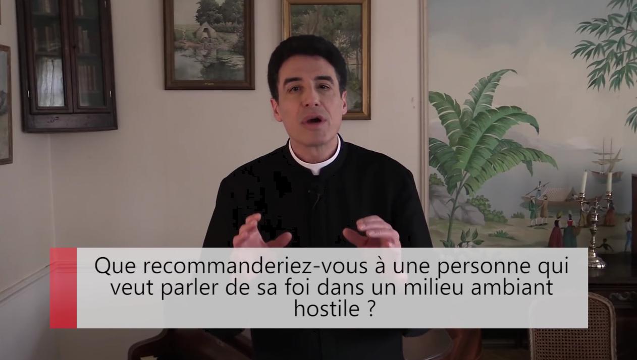 2 minutes pour vous #2 – Père Michel-Marie Zanotti-Sorkine – Que recommanderiez-vous à une personne qui veut parler de sa foi dans un milieu ambiant hostile?