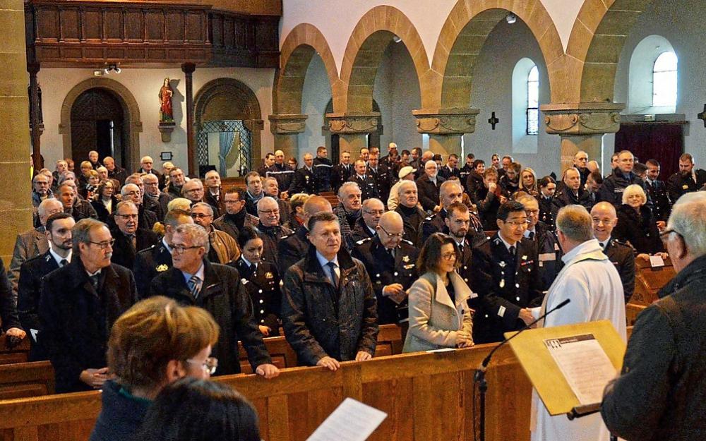 La traque des gendarmes qui vont à la messe… Cela rappelle certaines fiches…