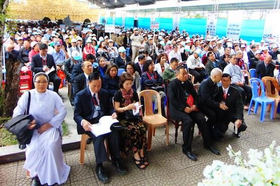 Vietnam – 10 000 couples catholiques ont pu sauver leur mariage grâce au programme spécial d'un jésuite