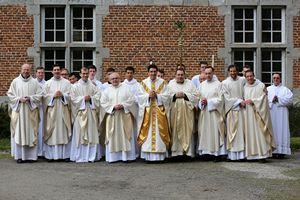 Le Pape François dissout la Fraternité des Saints Apôtres