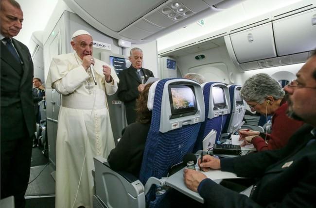 Le Pape François a blasphémé contre l'homosexualité: au bûcher!