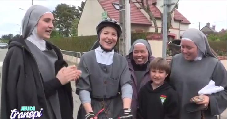 Championnat de France de cyclisme du clergé – Soeur Anne-Laetitia gagne la course en habit de religieuse!