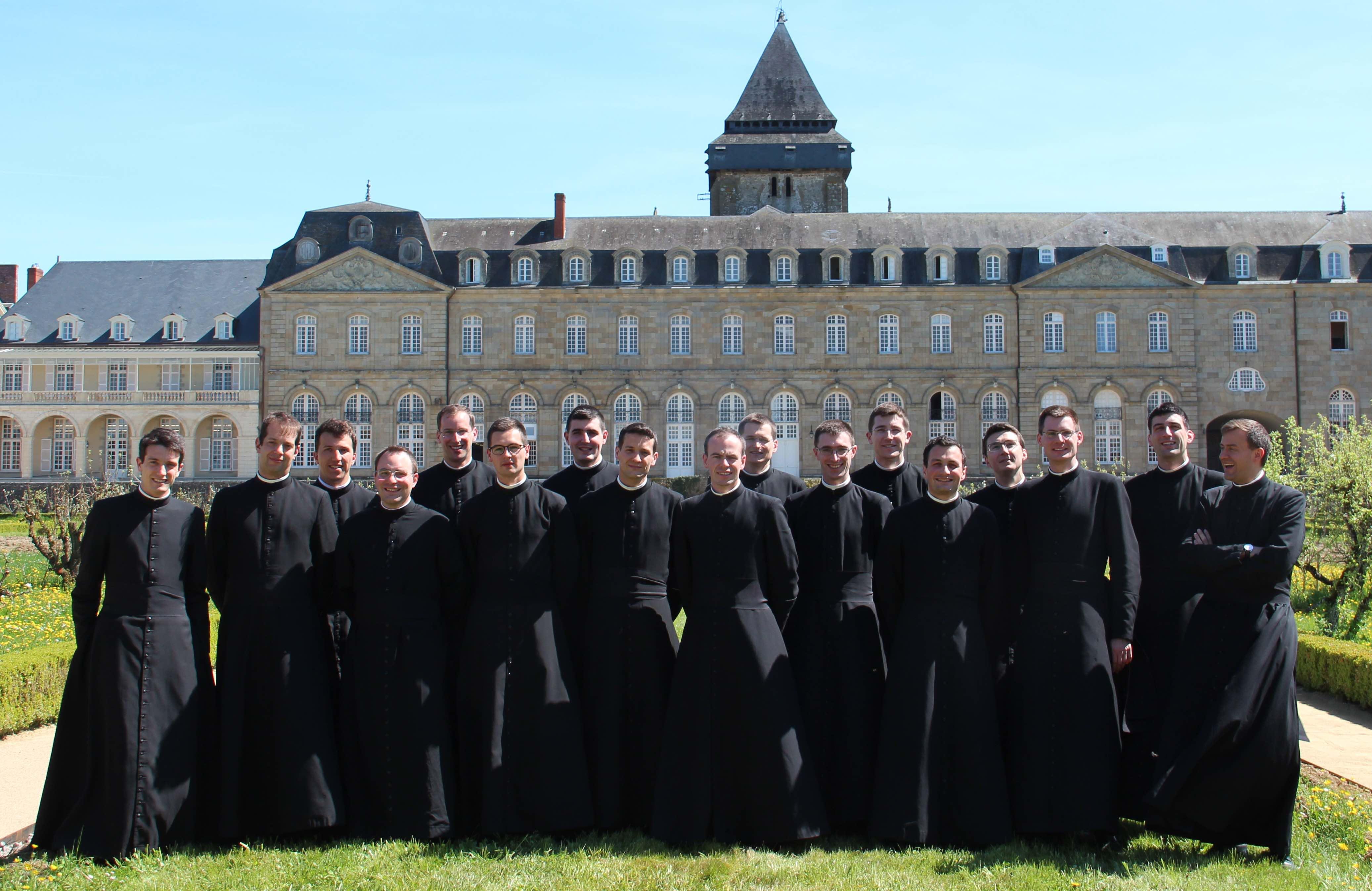 France: Appel aux ordres de huit nouveaux prêtres et de neuf nouveaux diacres pour la communauté Saint-Martin