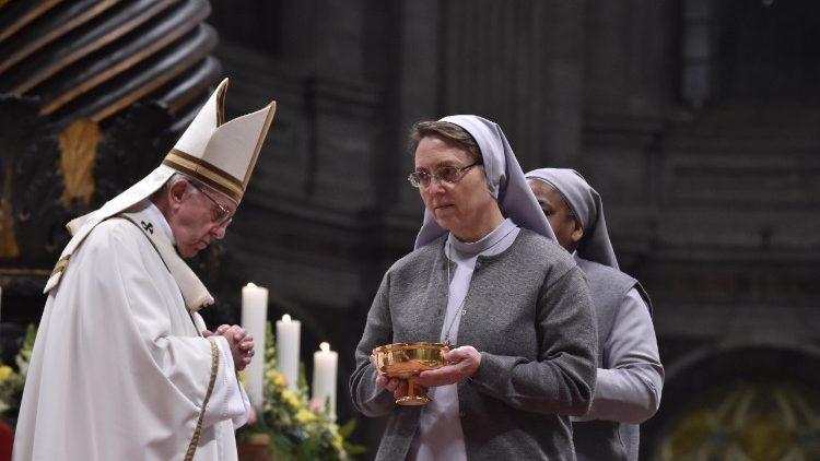Prière, pauvreté et patience: les 3 piliers de la vie consacrée selon le Pape