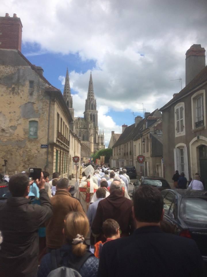 Mgr Habert consacre le diocèse de Séez à la Vierge Marie devant la foule