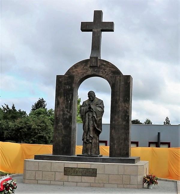 Ploërmel: bénédiction de la place Jean-Paul II