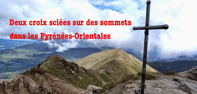 Deux croix sciées sur des sommets dans les Pyrénées-Orientales