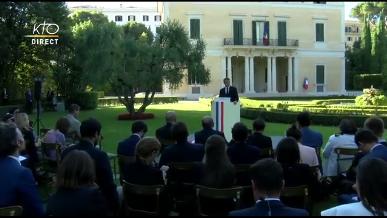 Macron rend compte à la presse de sa visite au Vatican