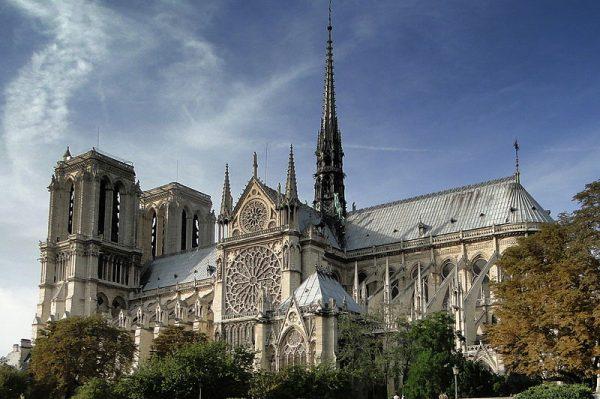 L'eau bénite empoisonnée de Notre-Dame de Paris