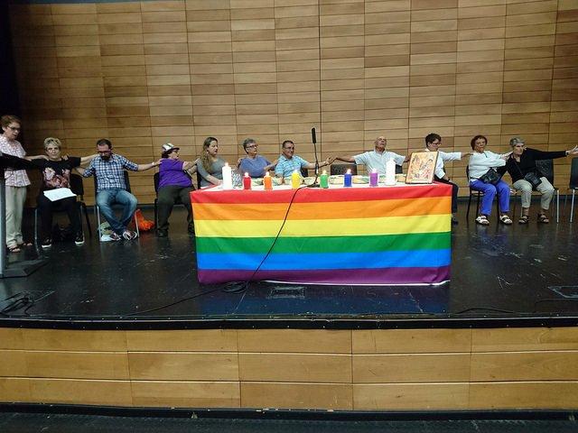 """Espagne: une paroisse célèbre une """"messe LGBTIQ"""""""