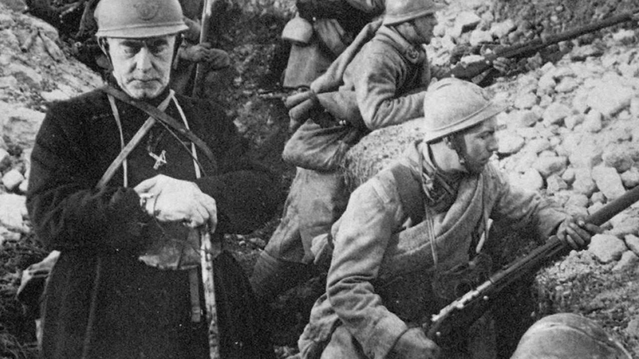 """Projection du documentaire """"Les aumôniers héroïques dans l'enfer de la guerre 14-18"""" les 10 & 11 novembre 2018 à Villars (42)"""