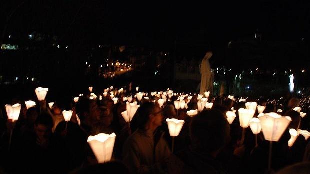 Fête de l'Immaculée Conception: procession au flambeaux à Rennes (35) le 8 décembre 2018