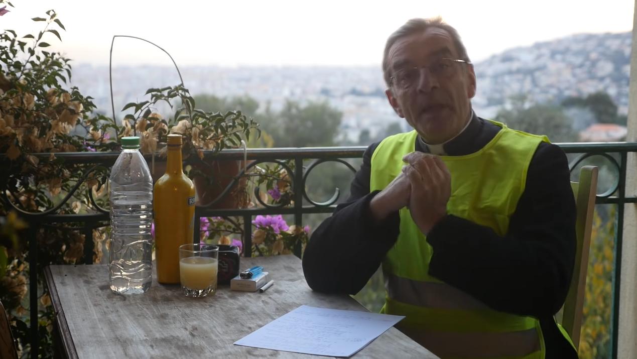 [VIDEO] Soutane et Gilets Jaunes – Le curé enragé