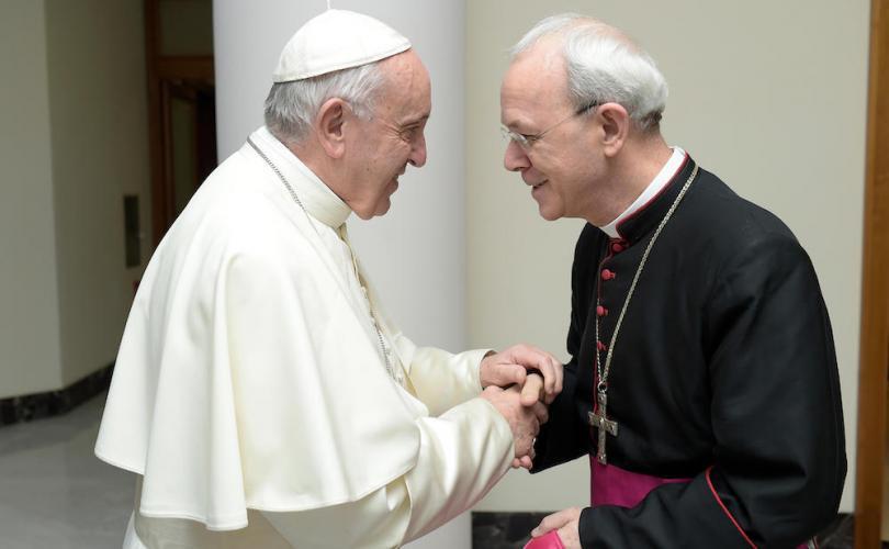 """Mgr Schneider obtient une clarification du pape sur la """"diversité des religions"""""""